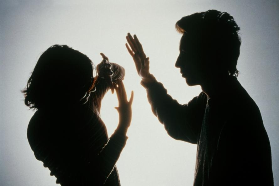Латвийцы все чаще защищаются от семейного насилия в суде