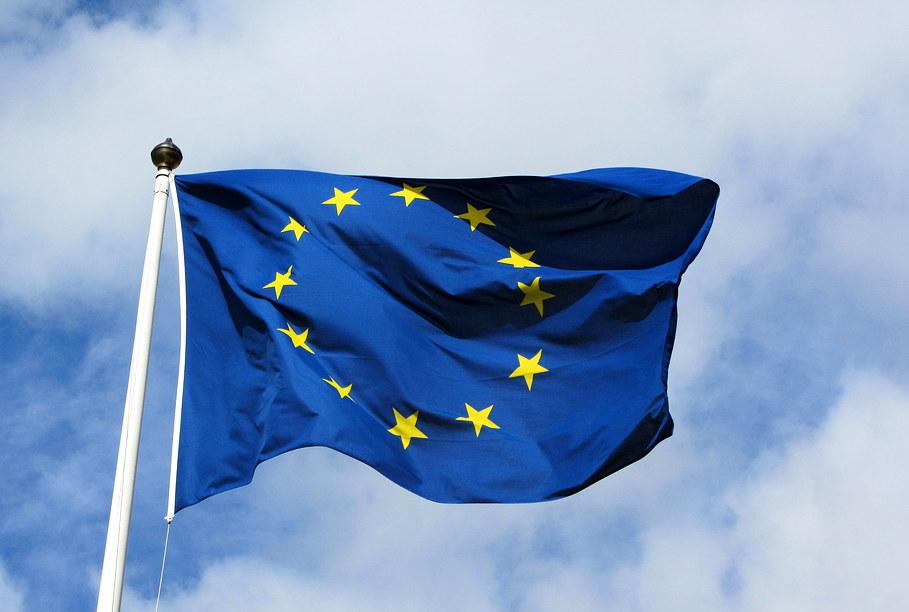 EK rekomendē sākt sarunas ar Albāniju un Maķedoniju par iestāju ES