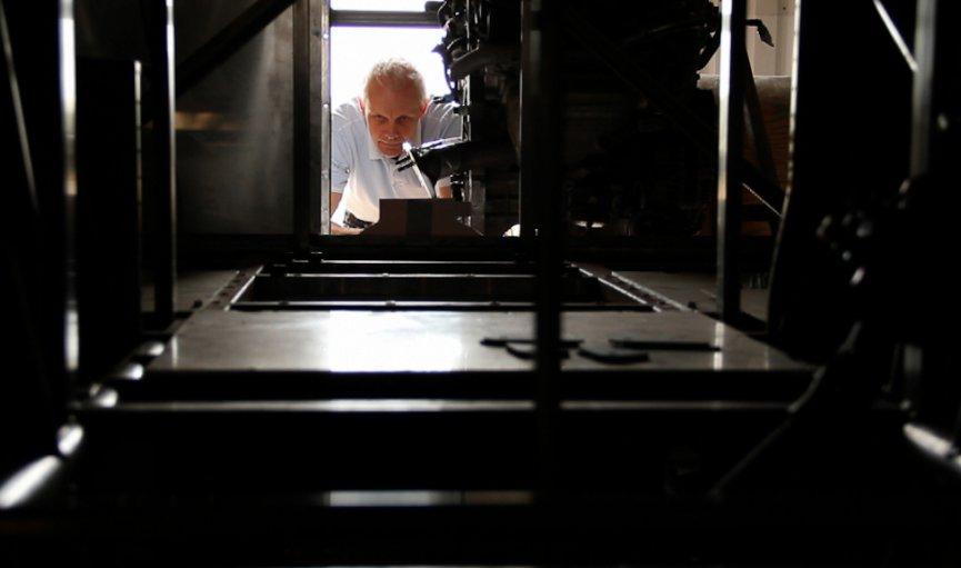 Andris Dambis strādā pie pasaulē ātrākajiem ar elektrību darbināmiem spēkratiem