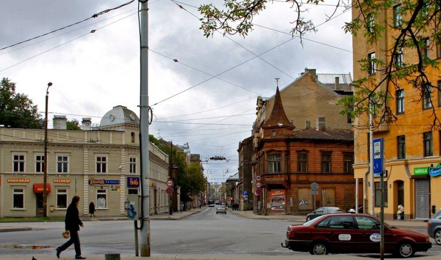 Izrāde «Avotu iela» - latviešu dramaturgu radīta reālā dzīve uz ielas, pagalmā, veikalā, skolā