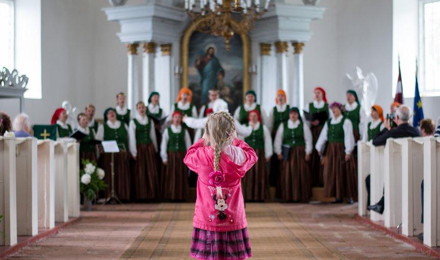 FOTO: Ziemeļvalstu dziesmu svētku dalībnieku koncerts Sātu baznīcā