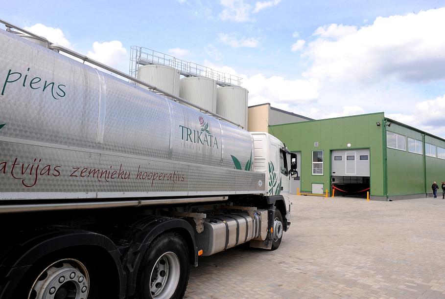 «Latvijas piens» kāpina pārstrādes apjomus; daļa zemnieku uz ražotni raugās piesardzīgi