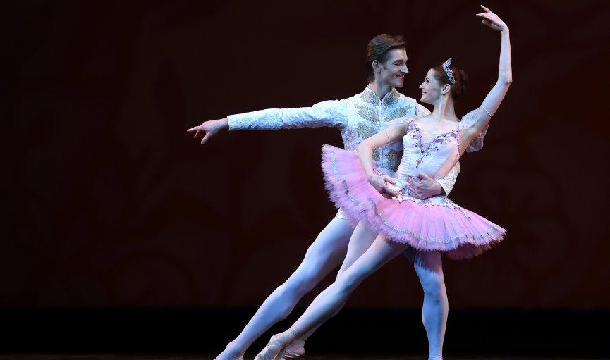 Oktobrī notiks Baltijas baleta festivāls ar veltēm Bovijam, Geinsbūram un Brelam