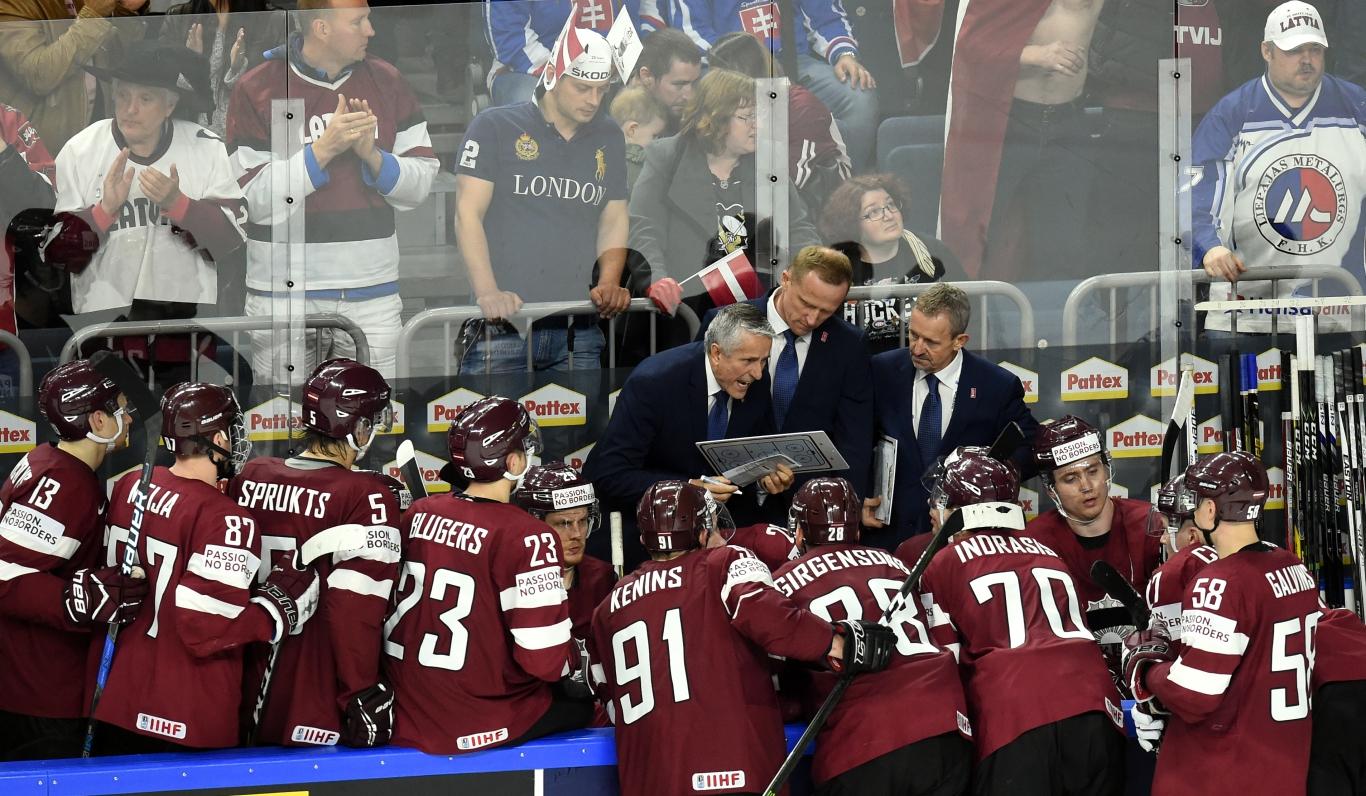 Побеждать надо с теми игроками, что есть — тренер сборной по хоккею