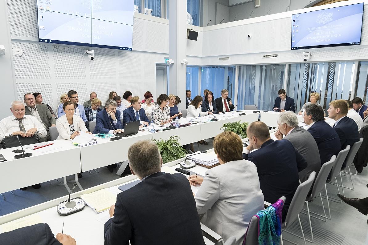 Saeimas komisija galīgajā lasījumā atbalsta nodokļu reformas likumus
