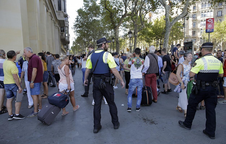 Barselonā busiņš ietriecies cilvēkos - vismaz 13 bojāgājušie