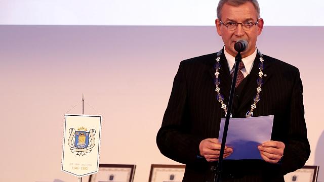LZA prezidents redz pretrunu: augstāko izglītību gribam latviski, bet doktora darbus - angļu valodā