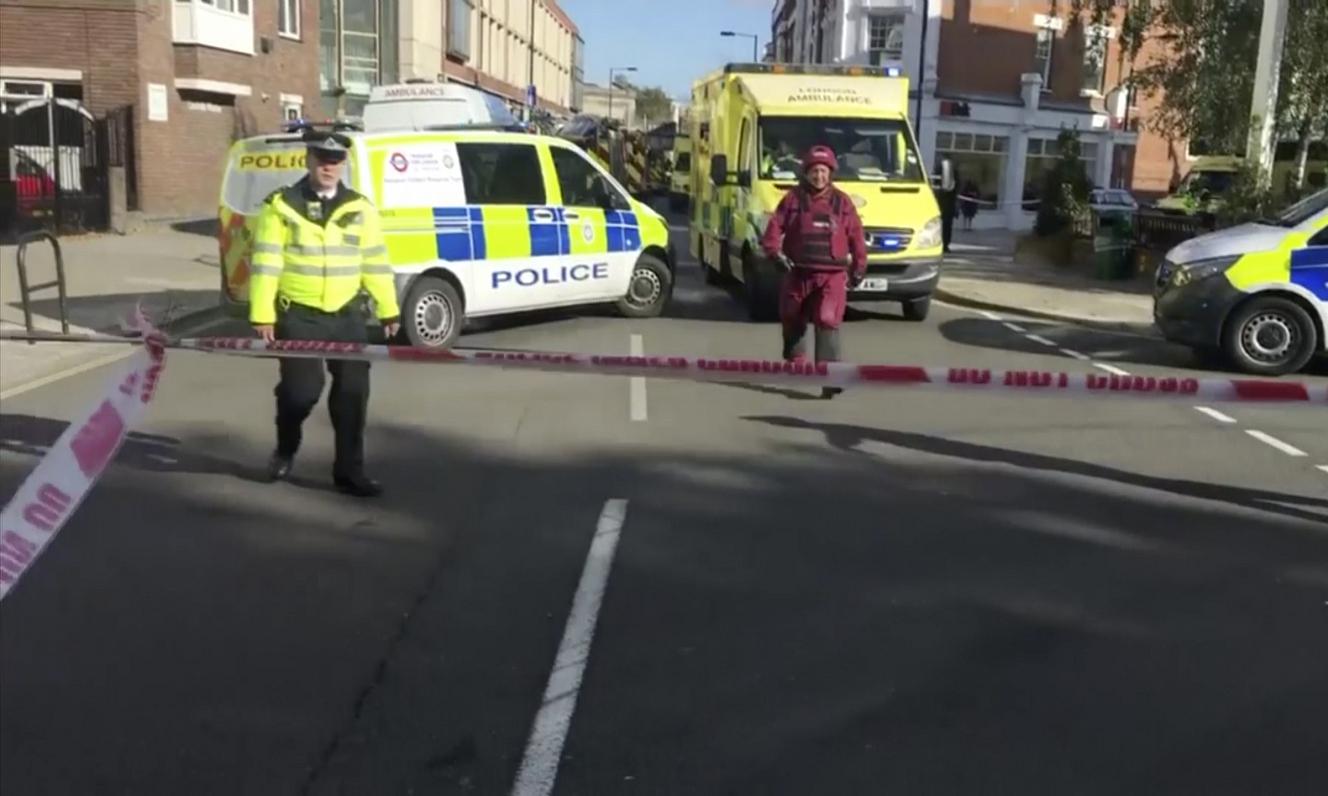 Сотни звонков о стрельбе в лондонском метро оказались ложной тревогой