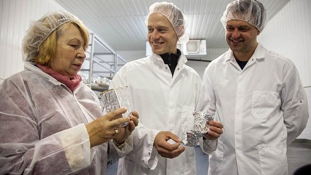 Pēc pāris gadu dīkstāves bijušajā «Trikātas siera» rūpnīcā atjauno ražošanu