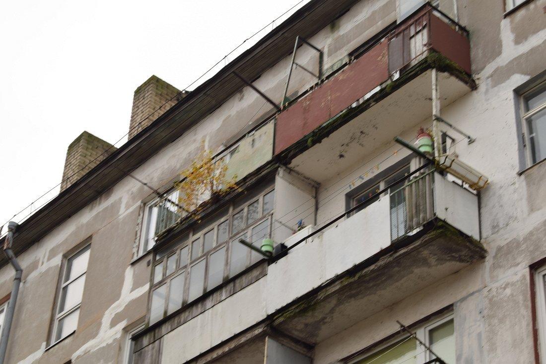 Битва за лоджии — жильцы многоэтажки в Лиепае и местные власти не могут найти решение