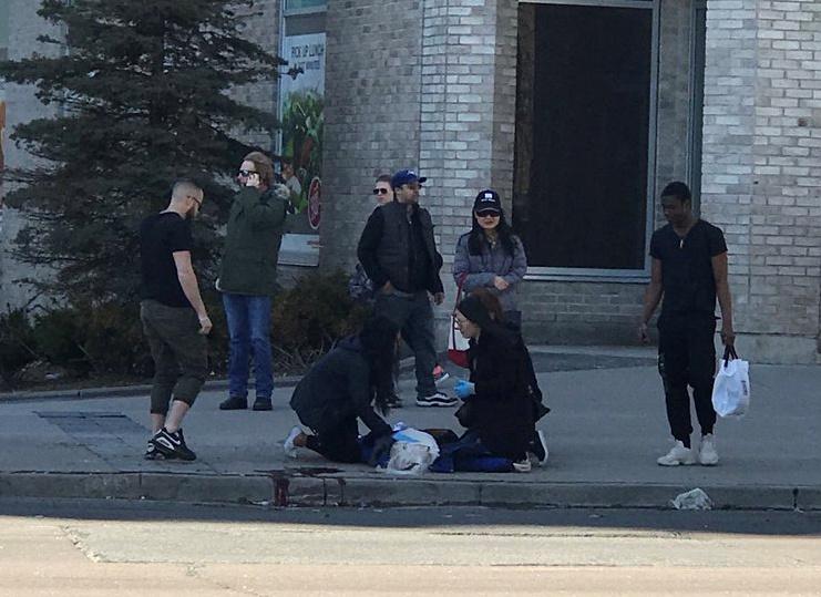 В Торонто грузовик врезался в пешеходов; есть погибшие