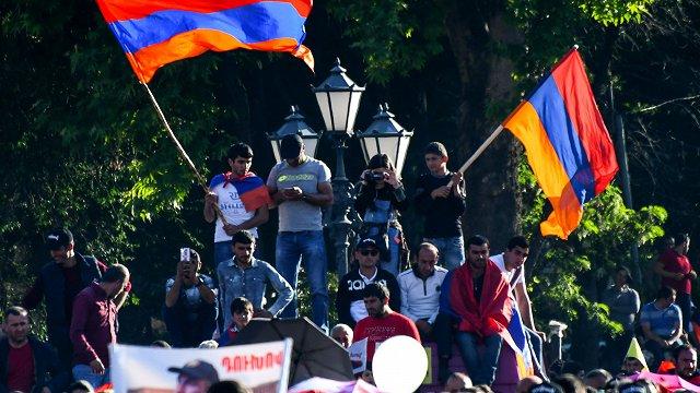 Armēnijā svētdien notiek parlamenta pirmstermiņa vēlēšanas