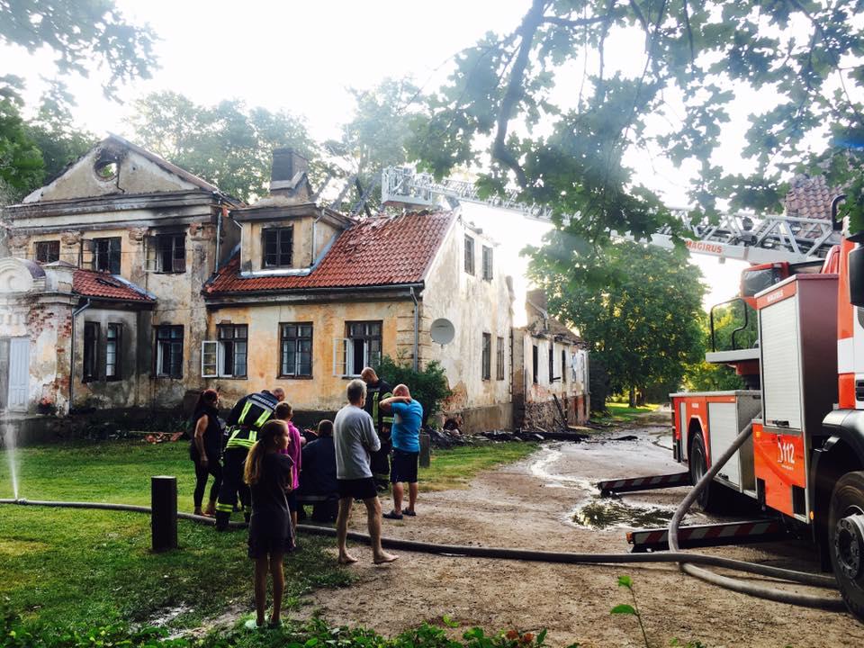 Пожар в Попе: сгорел старинный дом управляющего поместьем