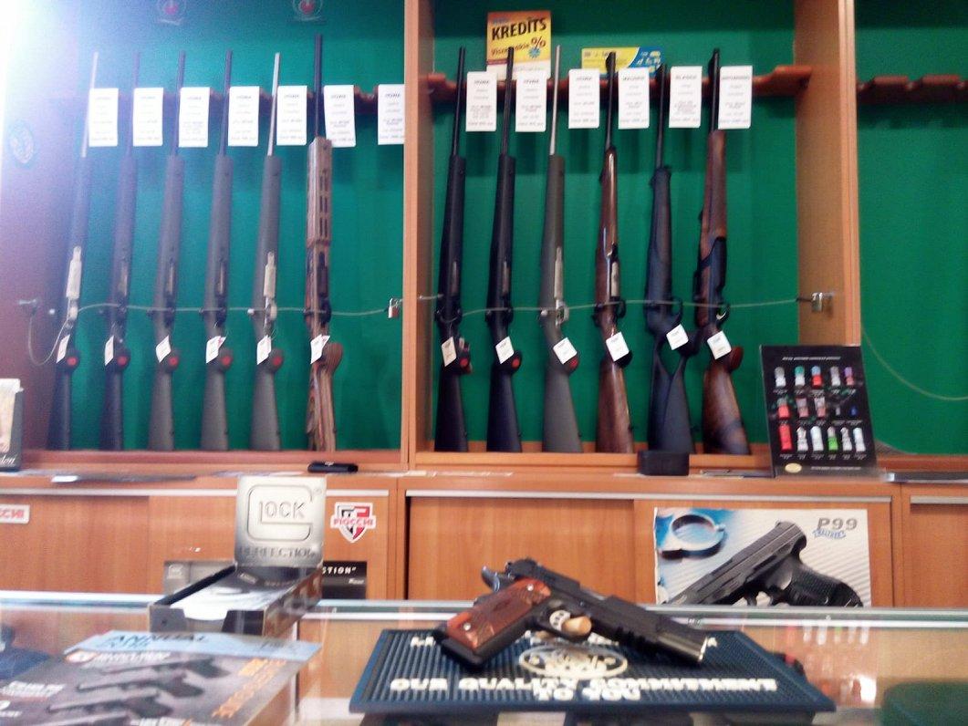 У нас очень жесткие требования к контролю за оружием — торговцы