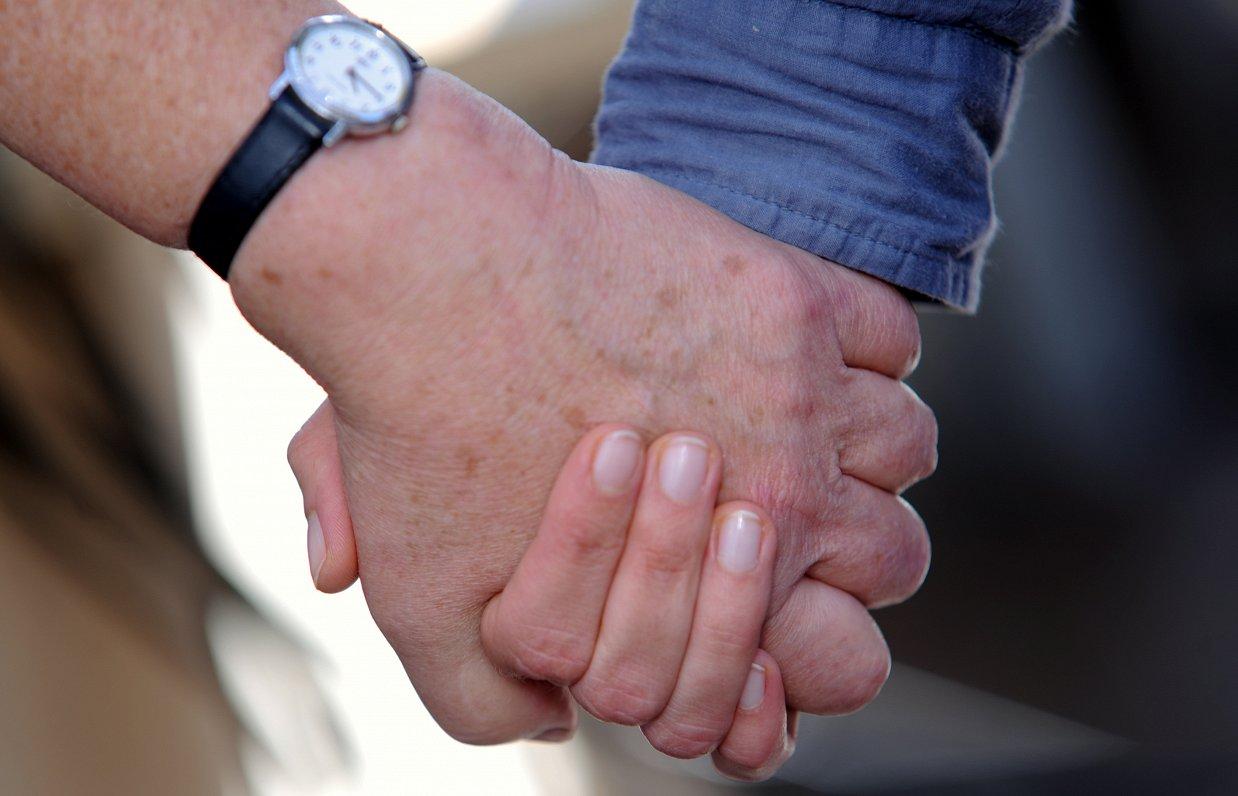 Skaitļi un fakti: Latvijā paļaujas uz līdzcilvēku atbalstu