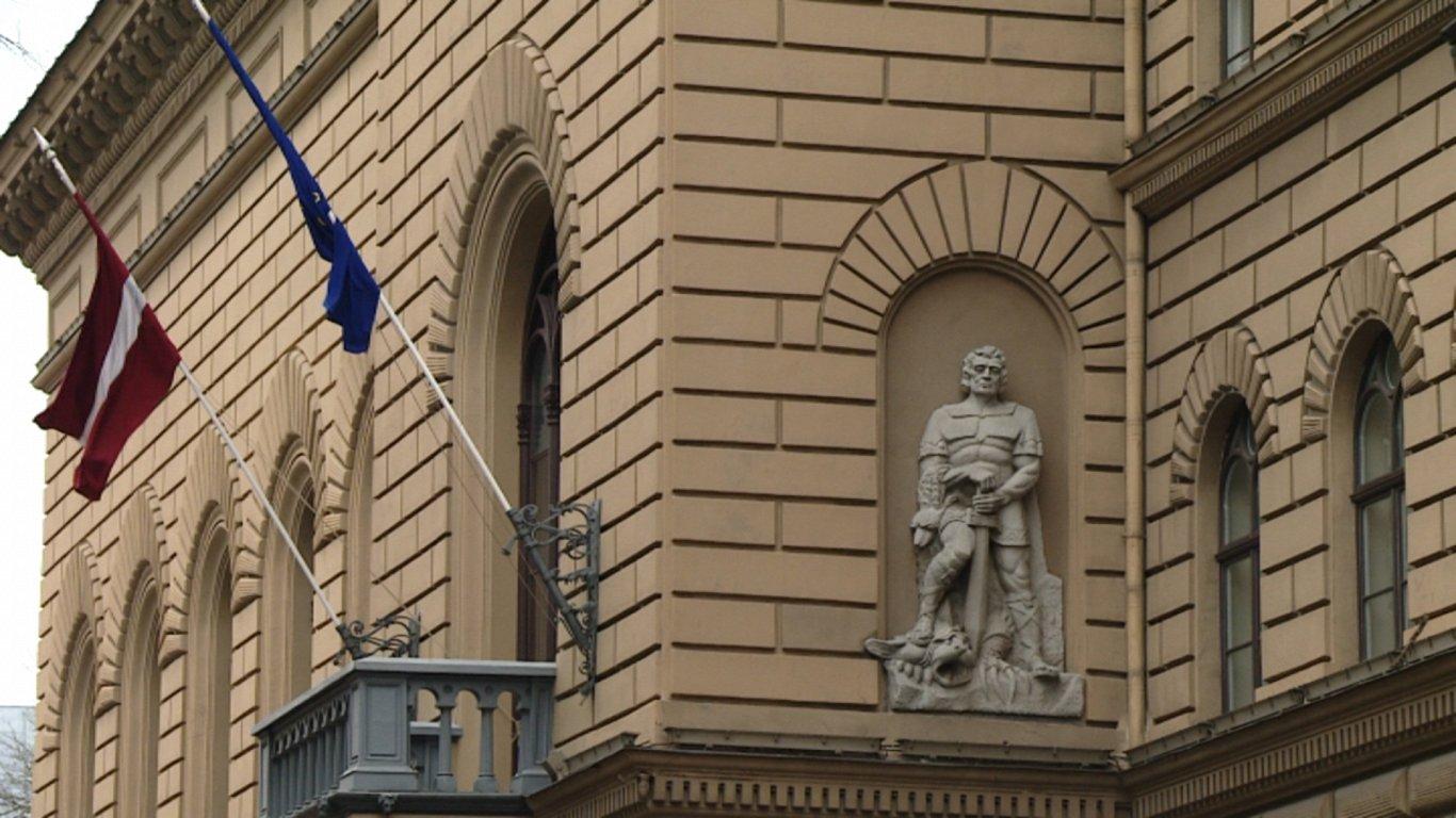 Сейм Латвии «дал трещину» — в некоторых помещениях небезопасно