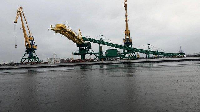 Ogļu putekļu monitoringam Krievu salā uzstāda novērošanas kameru