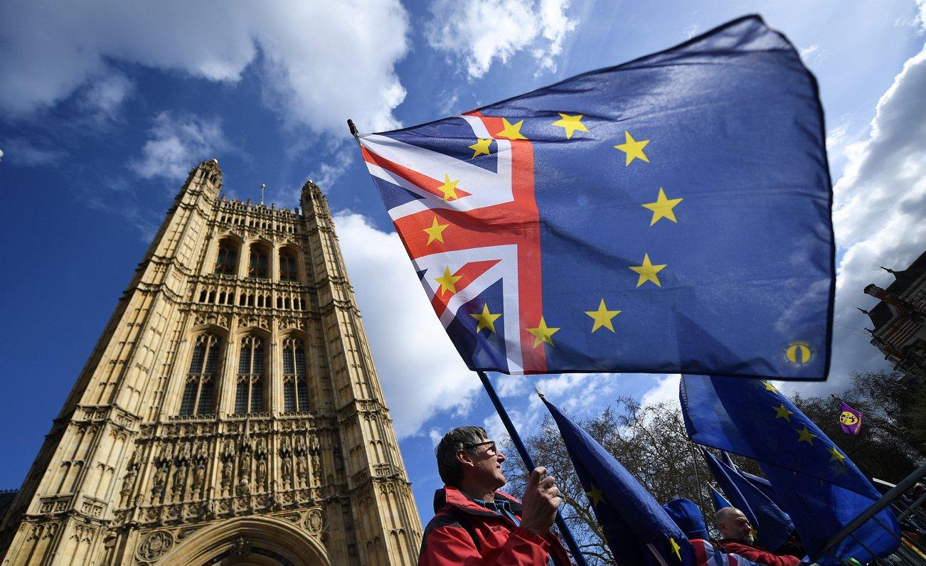 Britu politiķi sāk skaidrāk apzināties - ar «Brexit» tā ilgi turpināt nevar. Intervija ar lordu Bosvelu