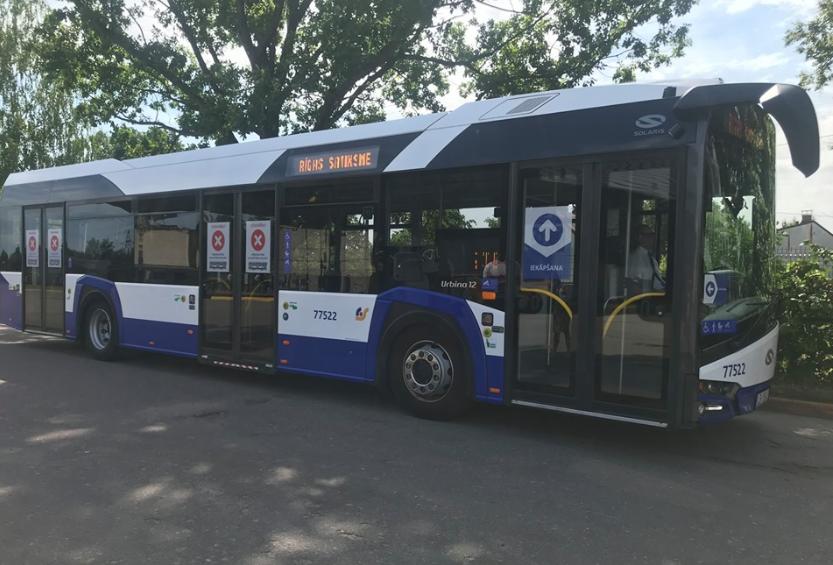 Rīgā vairākos maršrutos sabiedriskajā transportā drīkstēs