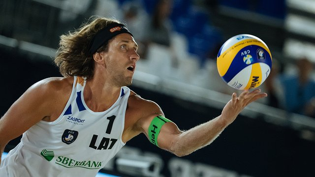 Samoilova/Šmēdiņa uzvara pret Turciju ieved Latviju olimpiskā kvalifikācijas turnīra pusfinālā