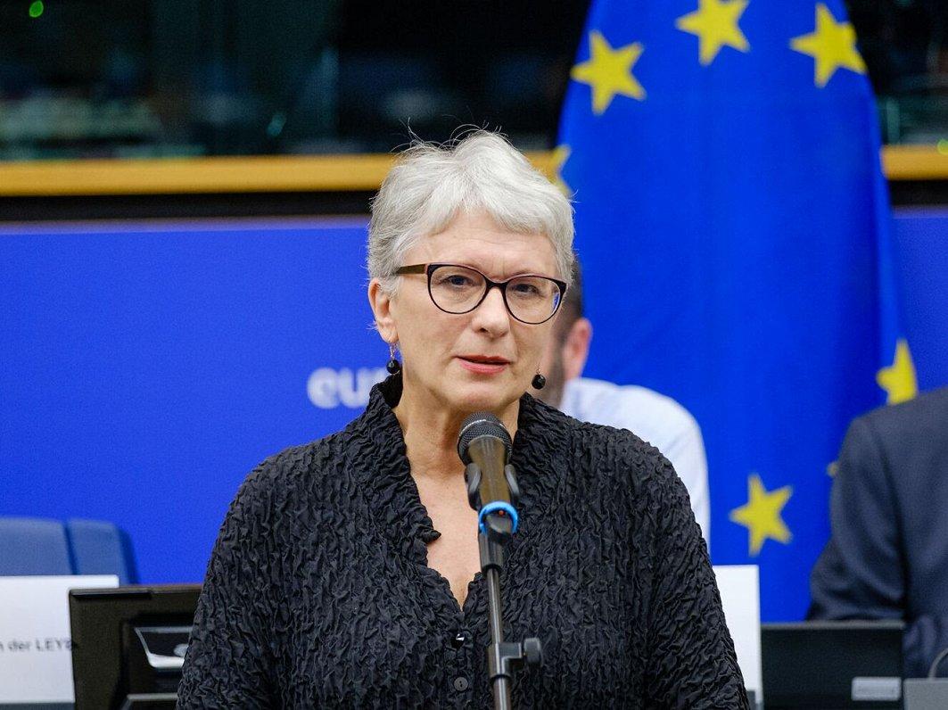 Kalniete šaubās par Latvijas tiešmaksājumu celšanu līdz 90% no ES vidējā