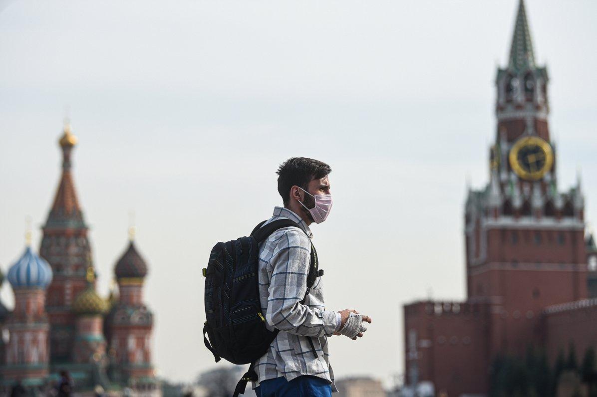 Krievijā Covid-19 dēļ izsludina «nestrādājošo nedēļu», valsts dienvidu kūrortos milzu pieprasījums