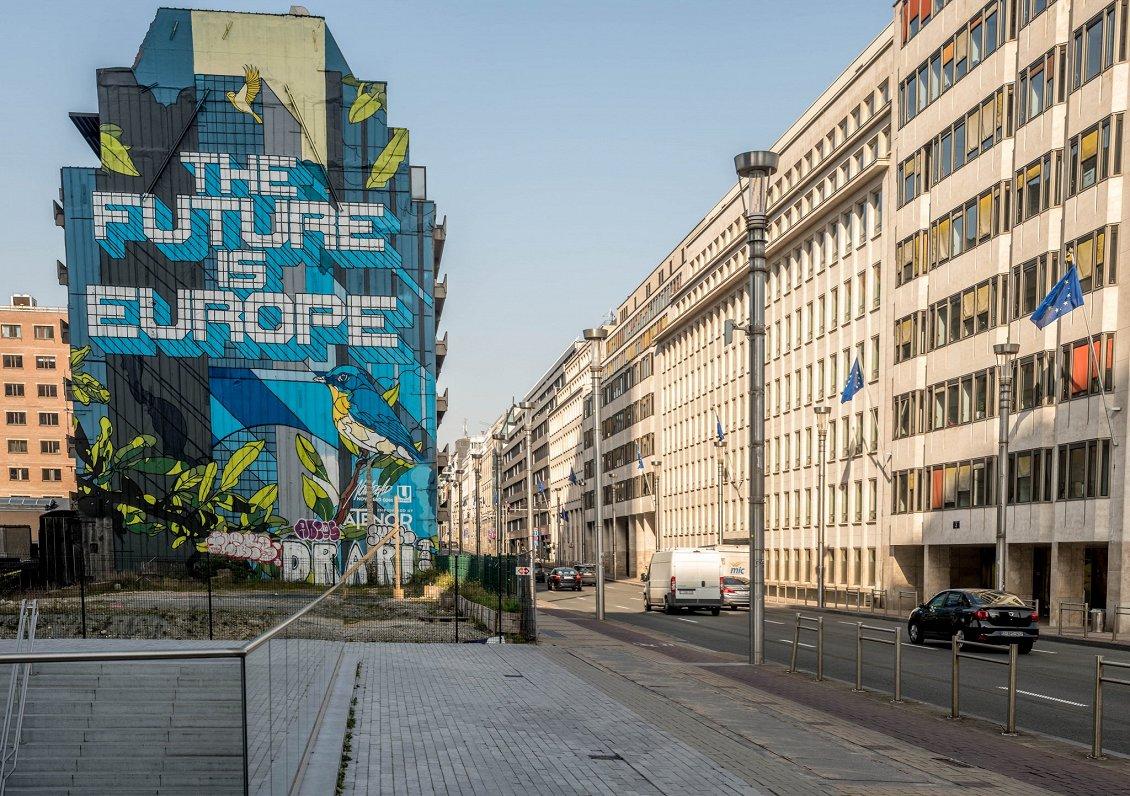 No klusām ielām līdz izķertam tualetes papīram - Eiropā žurnālisti fiksē līdzīgu reakciju uz Covid-19