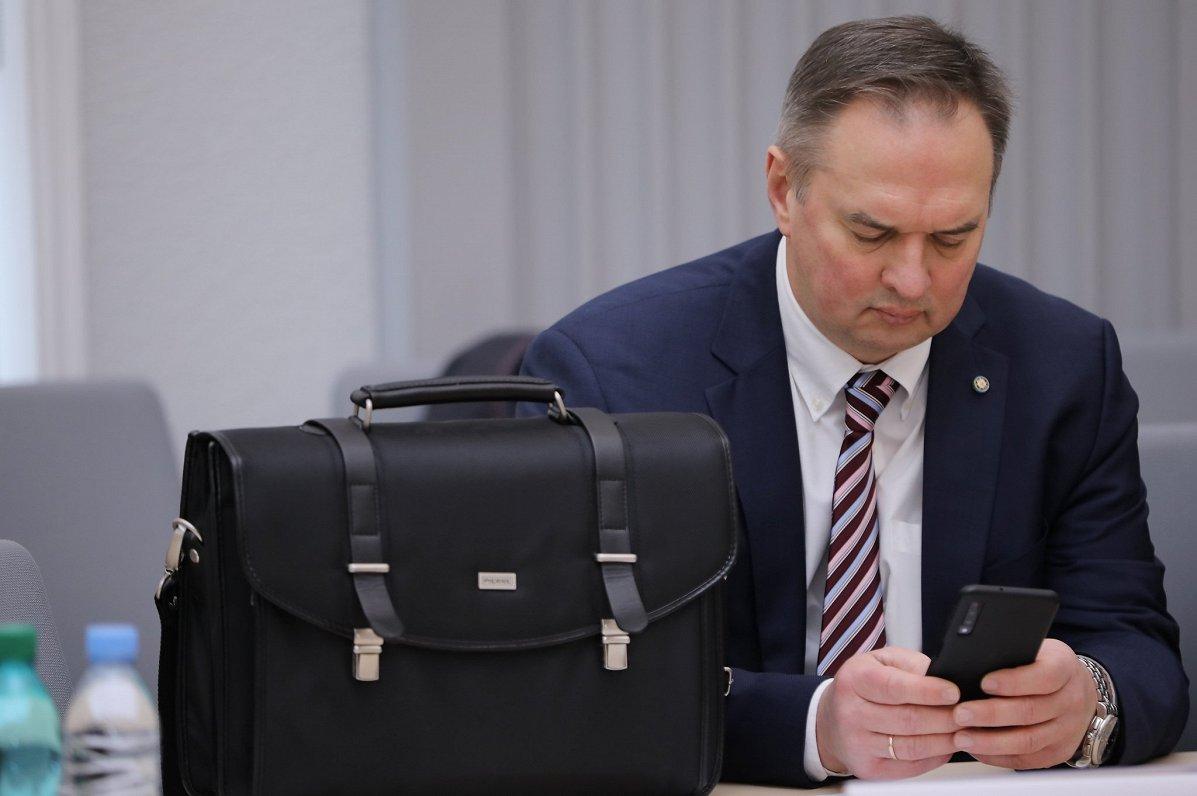 Rīgas pagaidu vadība atstādina no amata pilsētas izpilddirektoru Radzeviču