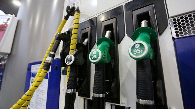 Baltijā turpinās degvielas cenu kāpums