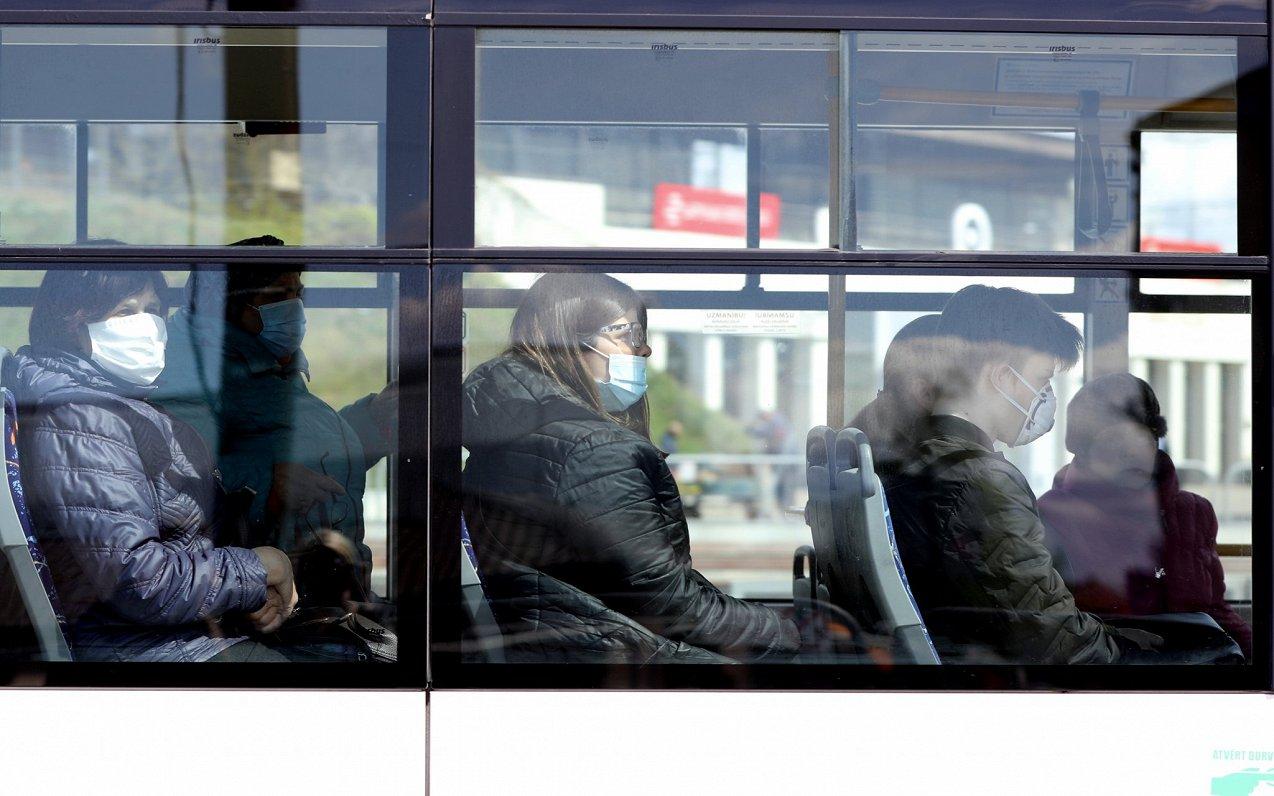 Некоторым рижанам вернут льготы на проезд в общественном транспорте