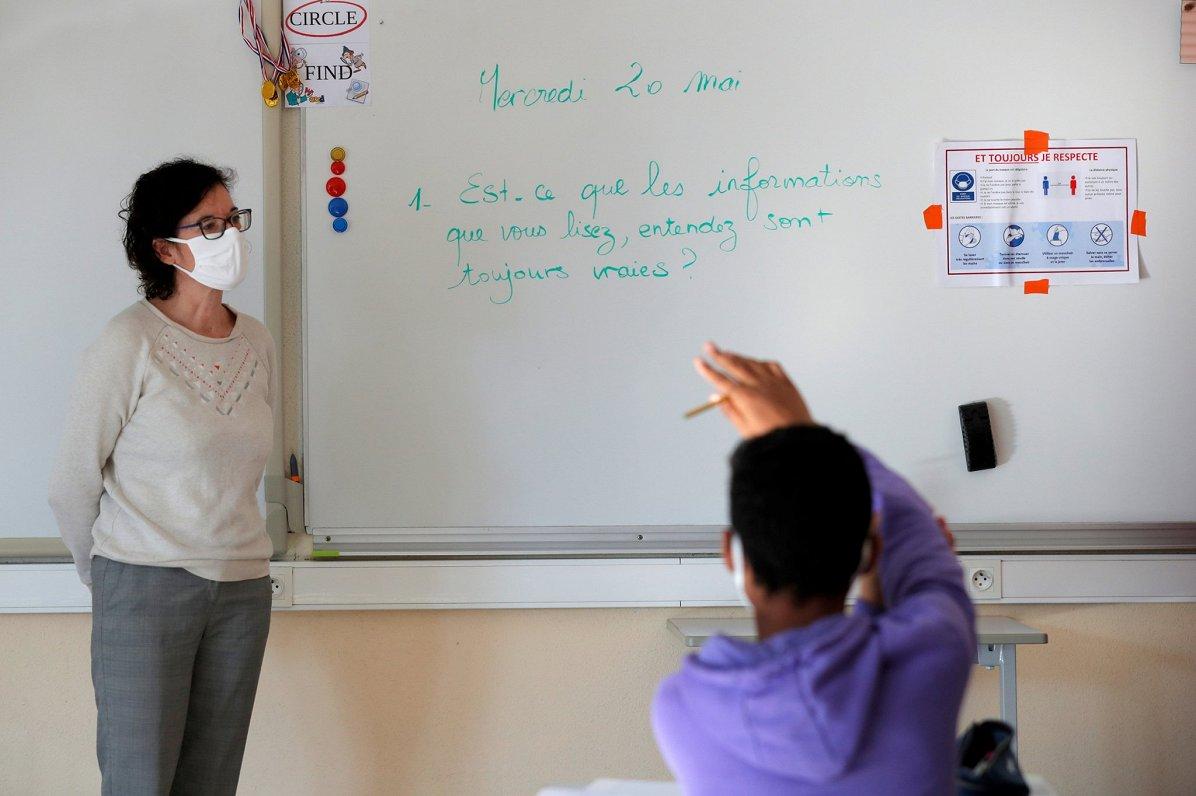 Studenti Eiropā gatavojas tiešsaistes eksāmeniem un bažījas par godīgumu