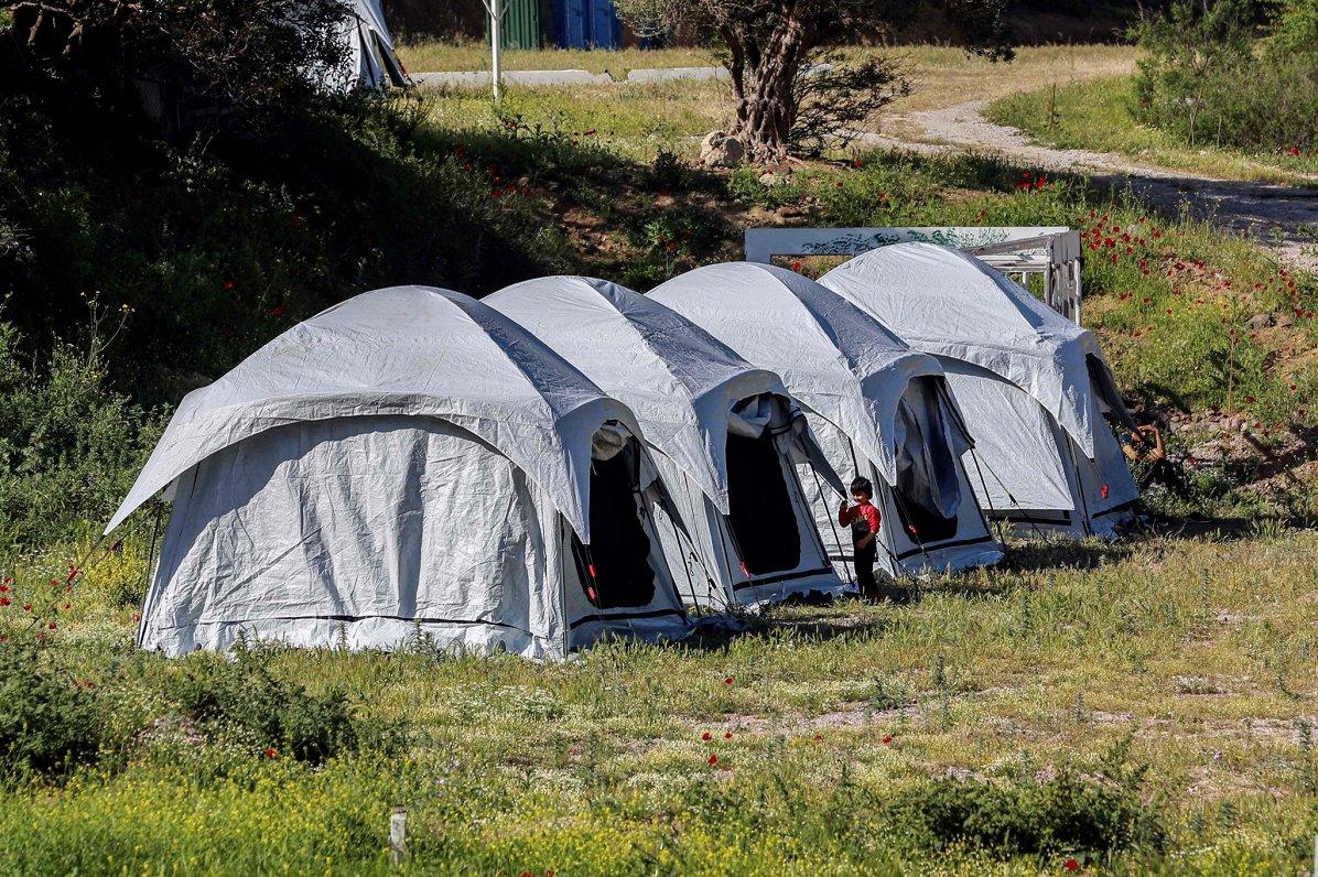 Skaitļi un fakti: Pandēmijas atkāpšanās raisa bažas par bēgļu krīzes atjaunošanos pie ES robežām