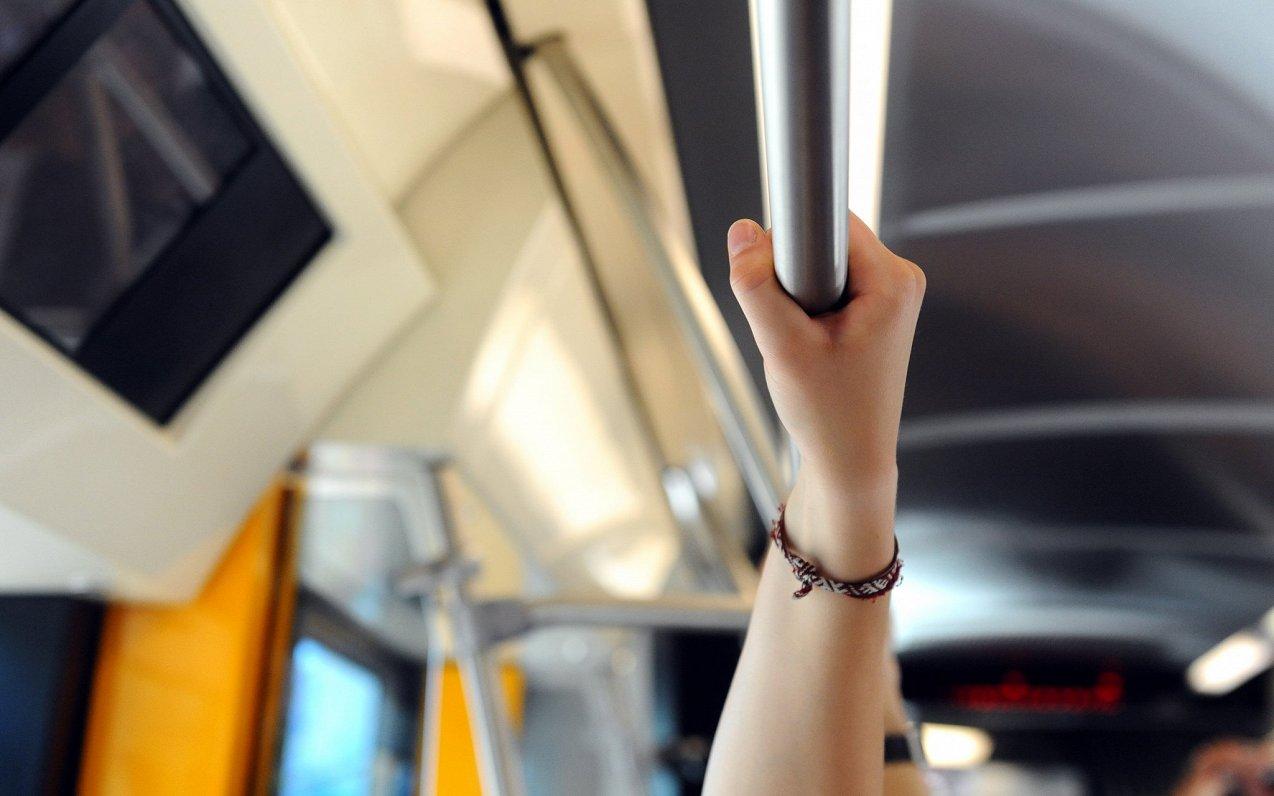 Šogad pirmajā ceturksnī sabiedriskajā transportā pārvadāts par 13,3% mazāk pasažieru