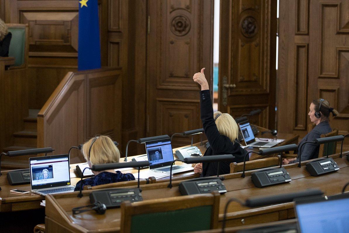 Ar opozīcijas asu kritiku konceptuāli atbalsta un «lielo steidzamību» nosaka Covid-19 likumam