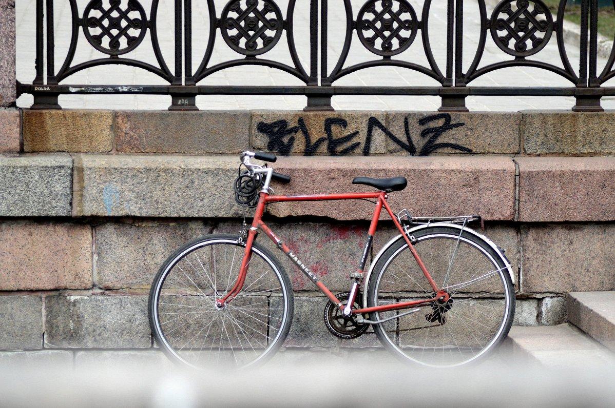 Велосезон и дорожное движение — и водителей, и велосипедистов призывают не забывать о правилах
