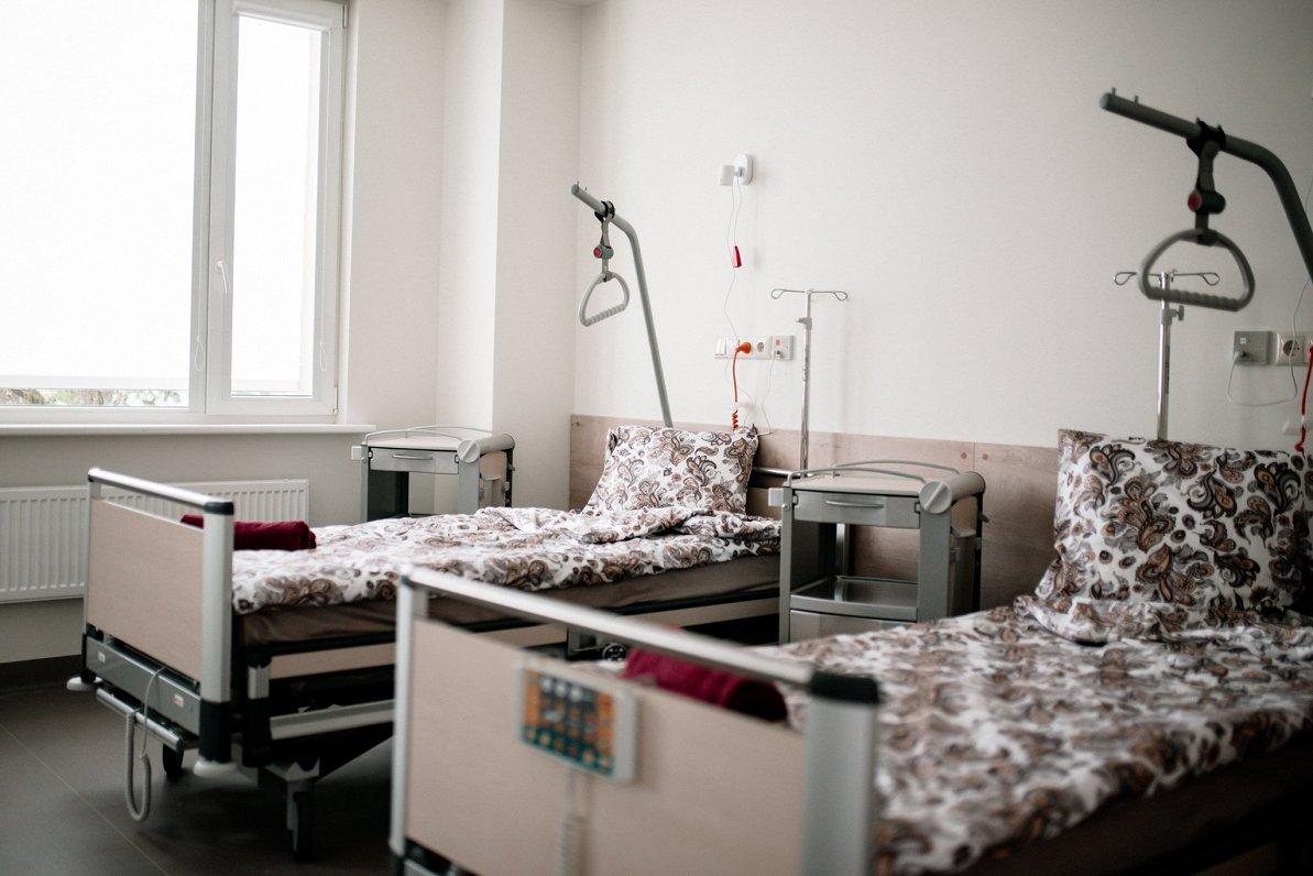 Ministrija noraida Slimnīcu biedrības sūdzības par naudas trūkumu mediķu piemaksām