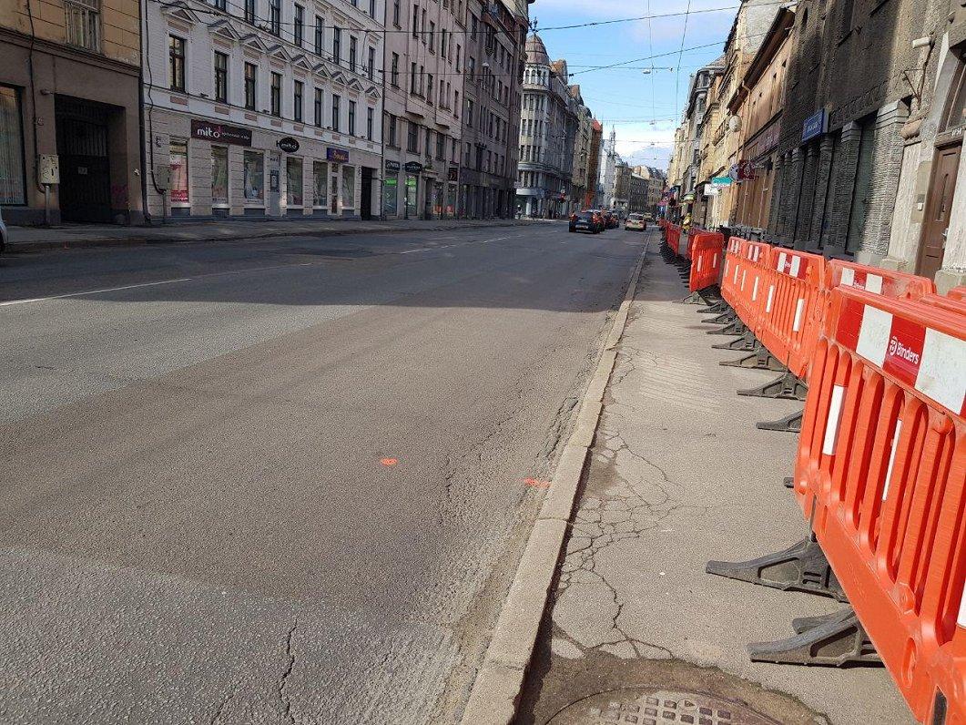 На рижской улице Марияс/А.Чака начинается ремонт дорожного покрытия
