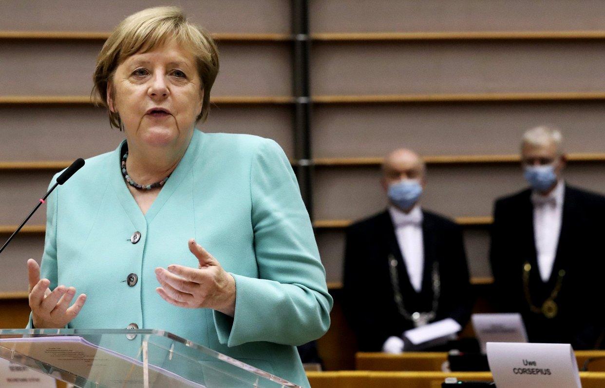 Merkele aicina uz kompromisiem ES budžeta pieņemšanā