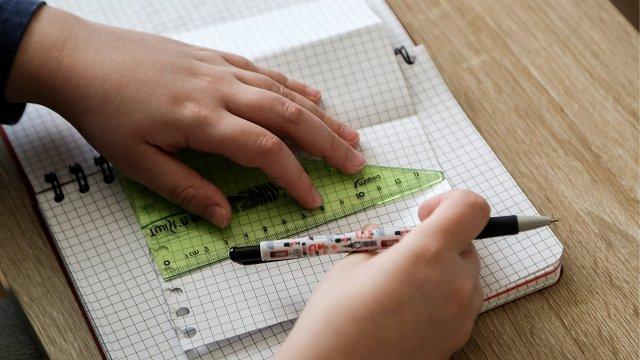 Mācības «lokdauna» laikā: skolēniem pagarina brīvlaiku; no 1.novembra – klātienē tikai 1.–3.klase