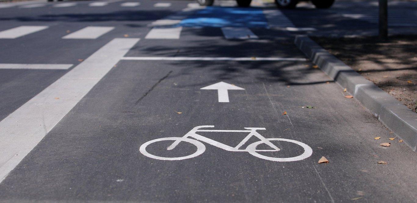 Gar Valmieras šoseju no Gaujas tilta līdz Murjāņu sporta skolai būvē gājēju un velosipēdistu celiņu