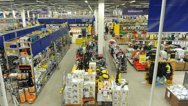 Saeima atbalsta saimniecības preču veikalu slēgšanu tirdzniecības centros brīvdienās