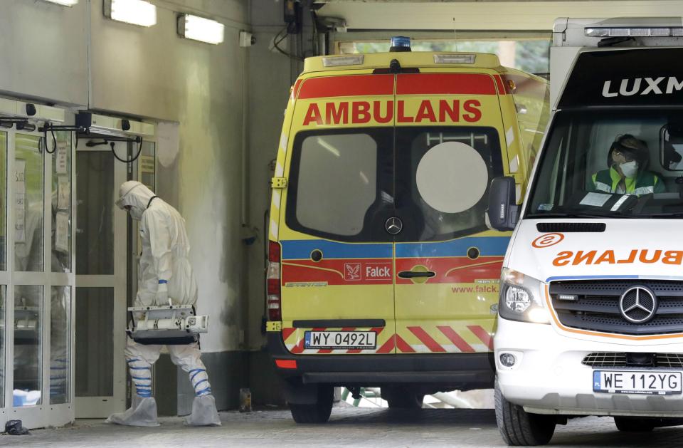 Polija iekārto lauka hospitāļus Covid-19 slimniekiem; Slovēnijā sasirgušajiem pašiem jāapzina kontaktpersonas