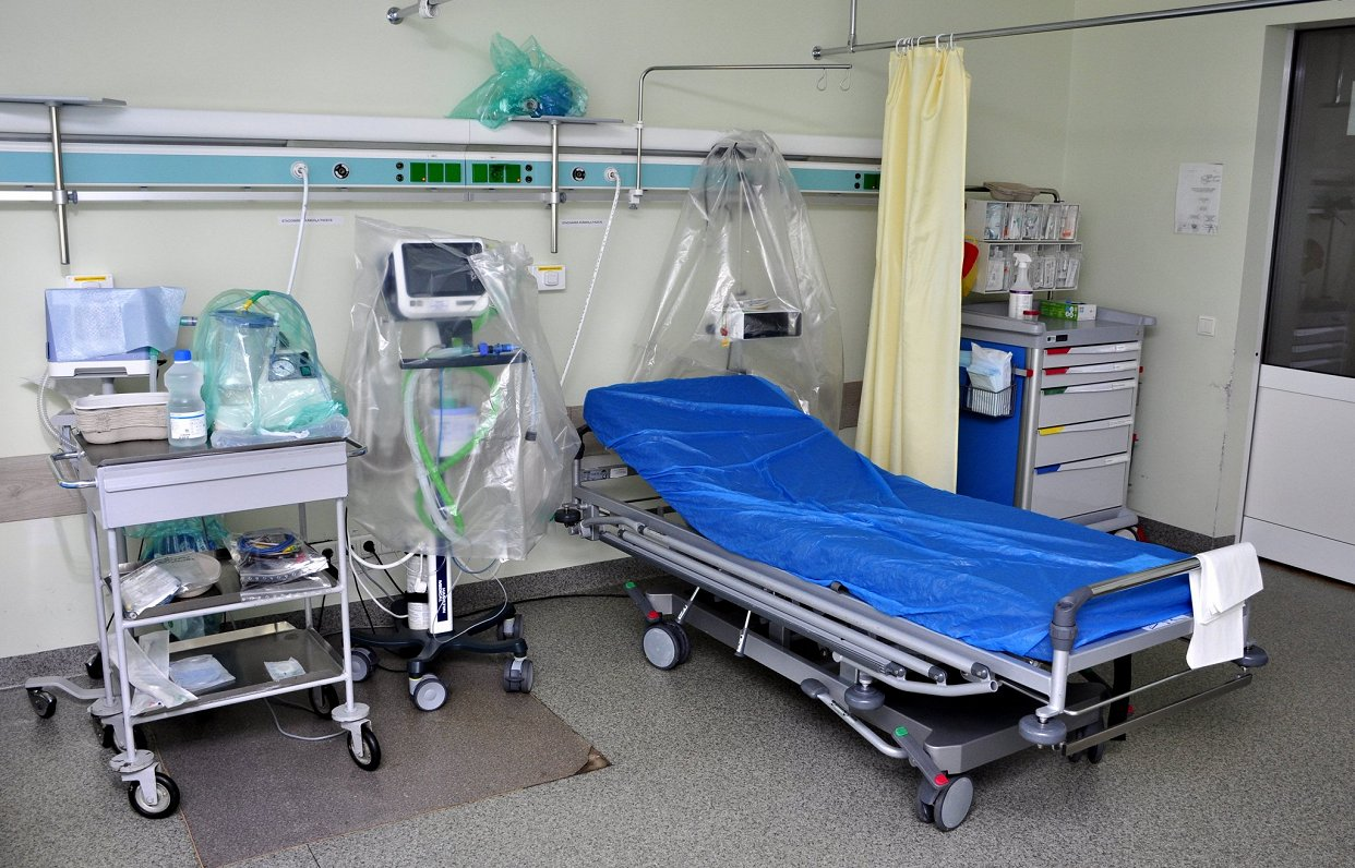Всех пациентов с пневмонией положить в стационар уже не можем — врачи