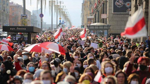 «Baltkrievija: aiz skatuves. Pieredzes stāsti» saruna festivālā «Lampa»