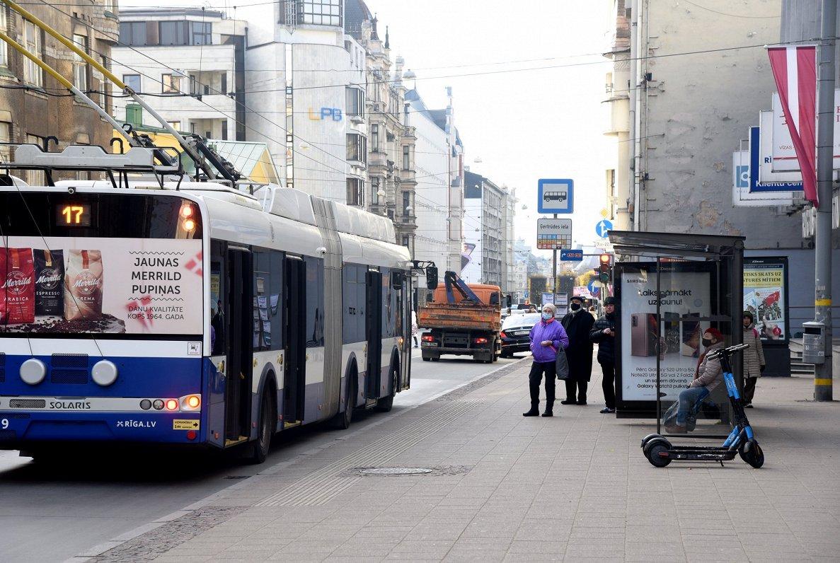 Экономить на здоровье пассажиров общественного транспорта недопустимо — министр сообщения