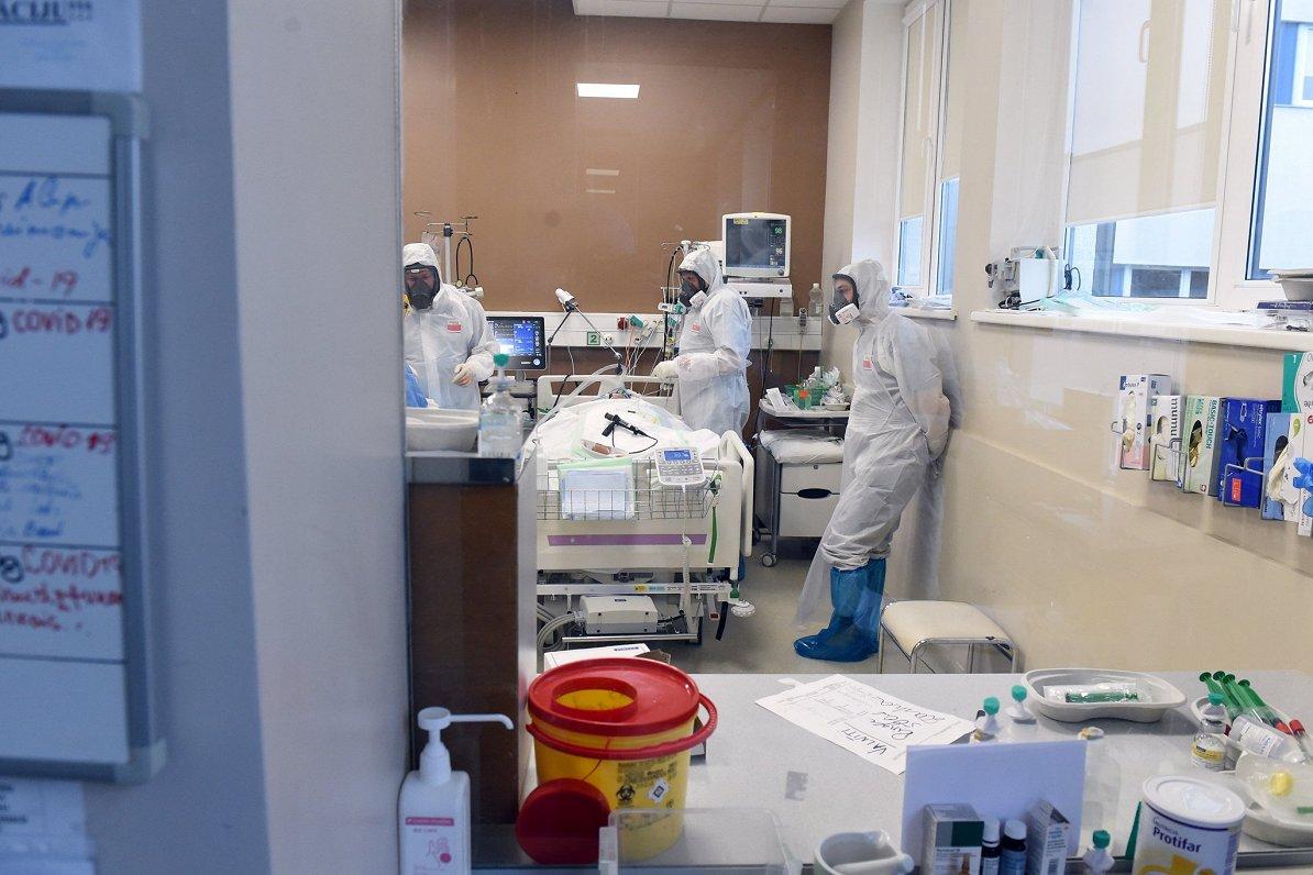Ministrija: Ja saslimstība ar Covid-19 atsāks pieaugt, slimnīcās būs «kara medicīna»
