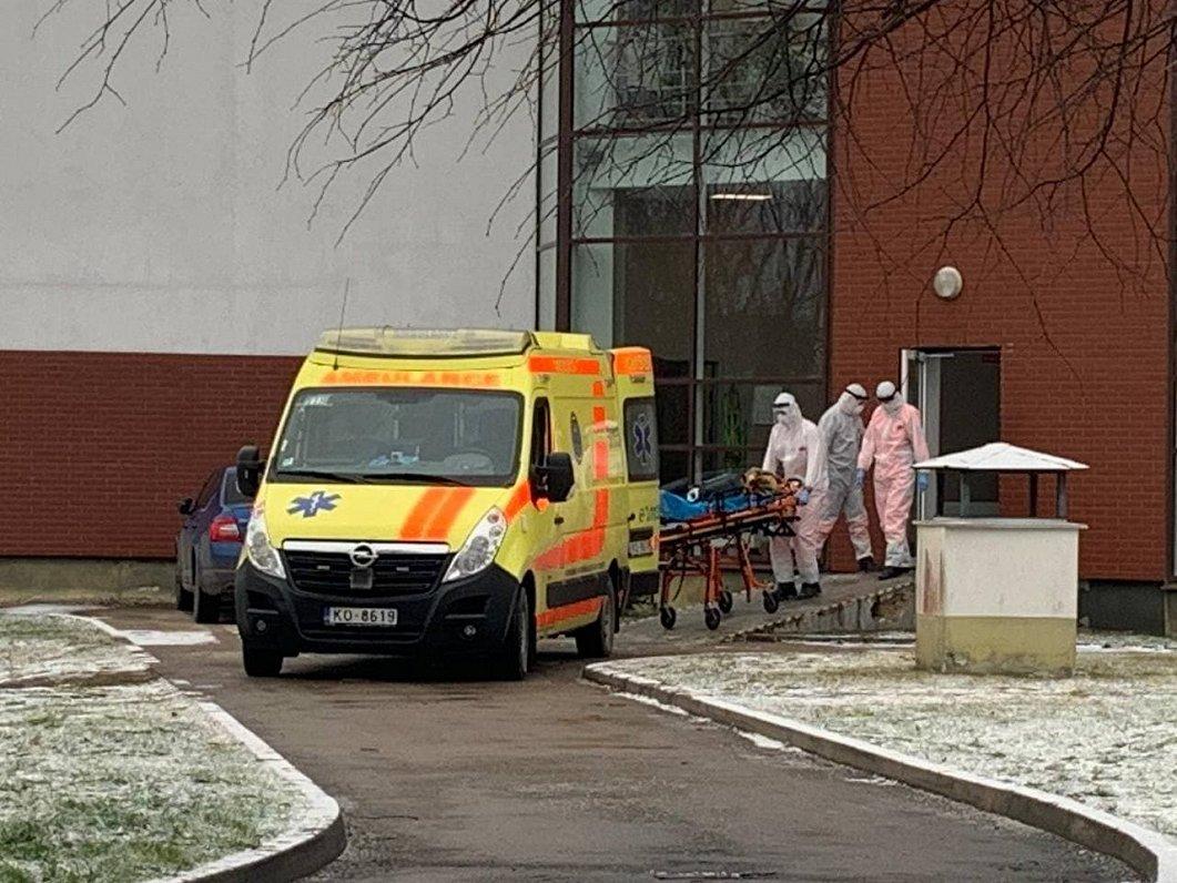 Latvijā apstiprina vēl 965 Covid-19 gadījumus; 10 cilvēki miruši