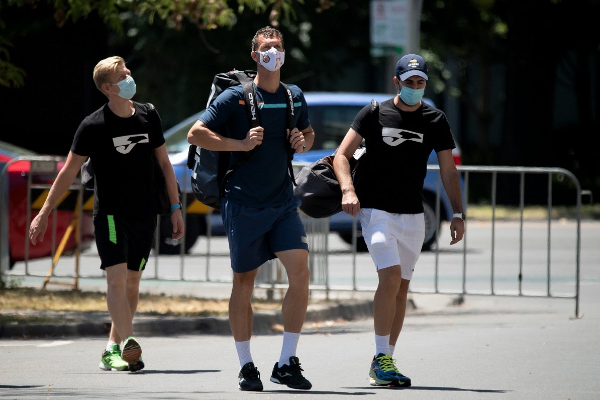 Tenisisti karantīnas noslēgumā pirms Austrālijas atklātā čempionāta iegūst rīcības brīvību