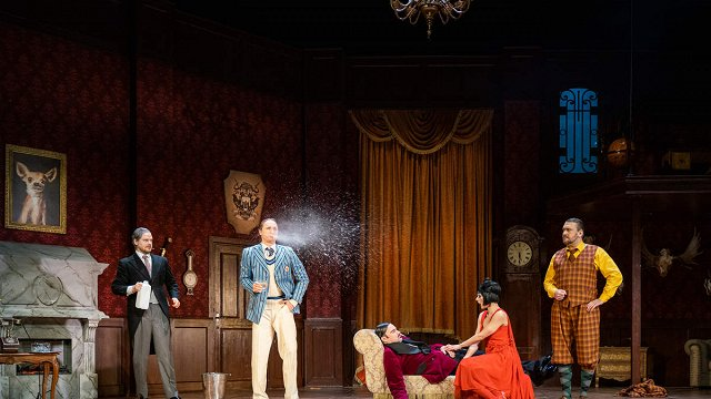Dailes teātrī tapusi komēdija «Totāla izgāšanās» Intara Rešetina režijā