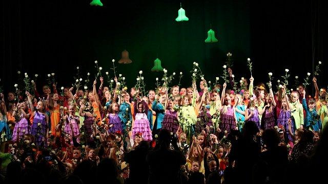 Ar koncertu Dzintaru koncertzālē bērnu vokālā studija «Knīpas un knauķi» atzīmēs 50. jubileju